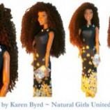 Barbie negra muda os cabelos