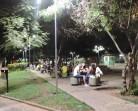 Praça iluminada