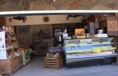 9bc2e93c7 Um cantinho do interior mineiro em Santa Tereza, Hercília Empório de  Delícias, onde você encontra o sabor e o aroma da roça em produtos de  qualidade.