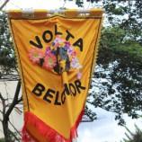 Em show Volta Belchior apresenta vocalista do bloco