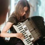 Música de Santê: Iara de Andrade multi-instrumentista