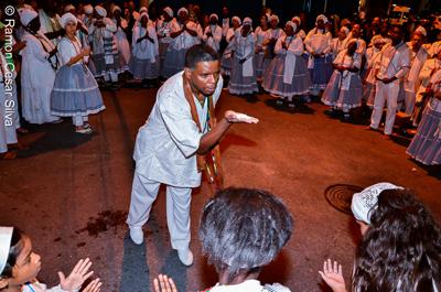 Festa dos Pretos Velhos na Praça 13 de Maio com danças, atabaque e reza