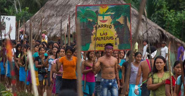 MIS Cine Santa Tereza e CineClube Aranha mostram o filme em que um grupo de indigenas do Peru com lanças tentam defender suas terra